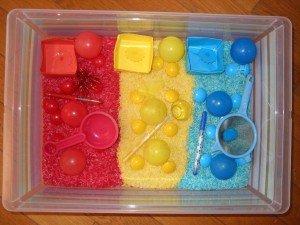 Boite sensorielle 3 couleurs dans Activités et Boites sensorielles 1ermai-001-300x225