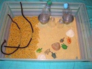 Boite sensorielle ♥semoule & pâtes♥ dans Activités et Boites sensorielles boitesensorielle-semoule-004-300x225