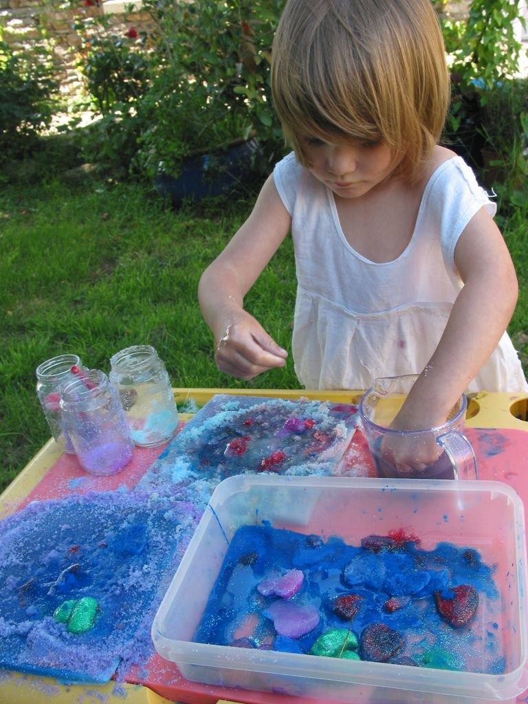 Peinture avec des gla ons et du sel color - Desherber avec du sel ...