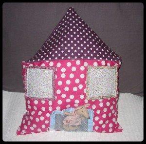 Un coussin Maison pour ♥Lilly Rose♥ dans DIY Couture pour débutante coussin-300x295