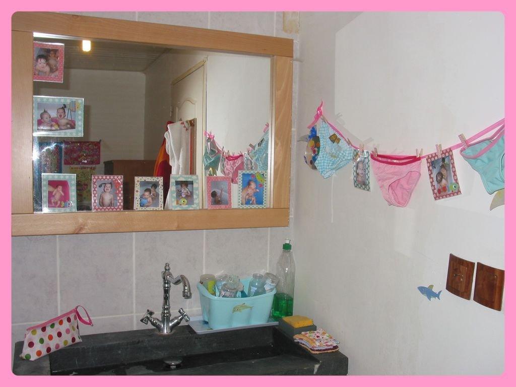 Relooking salle de bain des enfants croquelavieenrose for Prises salle de bain
