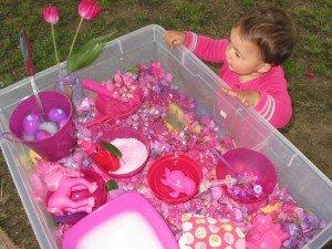 Boite sensorielle rose fushia dans Activités et Boites sensorielles 17juilletboitesensori2-003-300x225