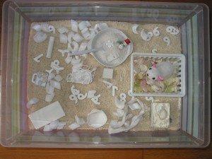 Boite sensorielle : le blanc dans Activités et Boites sensorielles boite-sensorielle-001-300x225