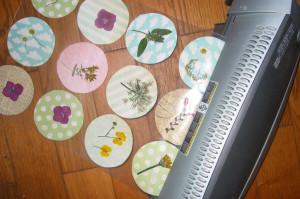 Guirlande avec des fleurs séchées plastifiées dans Déco pour les filles guiralndes-fleurs-séchées-004-300x199