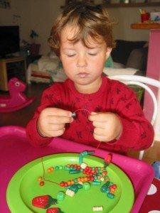 Colliers de perles pour Poney dans Les jum bricolent 30aout12-027-225x300
