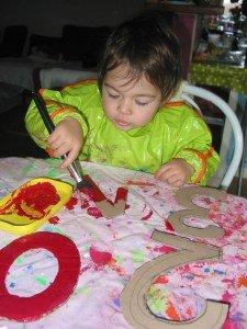 Chiffres en carton, Peinture et Playmaïs dans Les jum bricolent 30decembre12-007-225x300