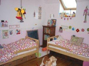 Une vraie chambre de petites filles dans Déco pour les filles chambrefinaldec-006-300x225