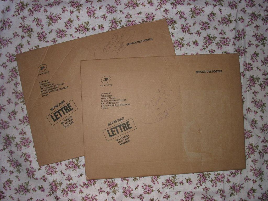 Des enveloppes de rangement en carton et en tissu for Rangement tissu couture