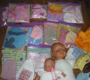 Un coin Nursery dans la chambre des jumelles dans Déco pour les filles nursery-003-300x267