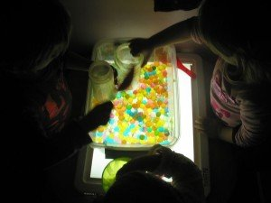 Les perles d'eau sur la table lumineuse dans Table Lumineuse tablelum26janv-002-300x225