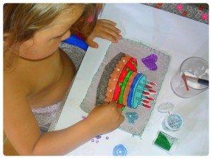 Pour Maminou : une carte d'anniversaire et des carnets-allumettes avec du papier artisanal dans Les jum bricolent coloriage-anouk-300x225
