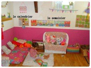 Un semainier et un calendrier dans la salle de jeu dans Apprendre en s'amusant mont1-300x225